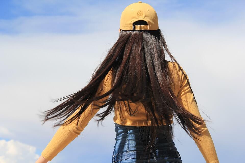 pige med langt hår